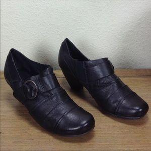 Baretraps Black Leather Kitten Heel Bootie